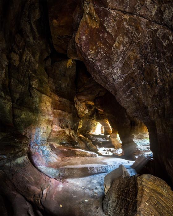 Rock House Glow ISO:100 - f/16 - 11mm - 8 x 25 sec